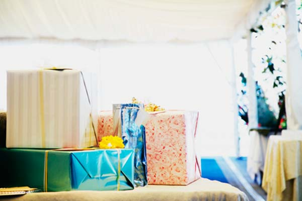 The Do's and Don'ts of Wedding Registries